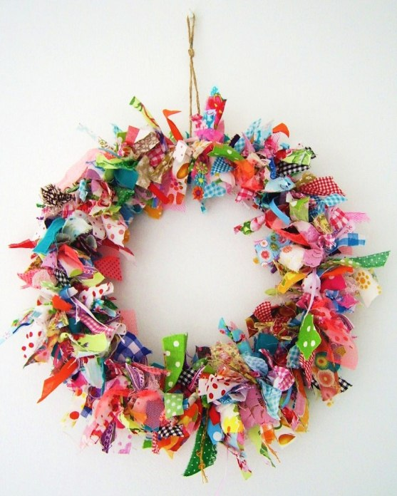 Instructions on How to Make a Decorative Wreath